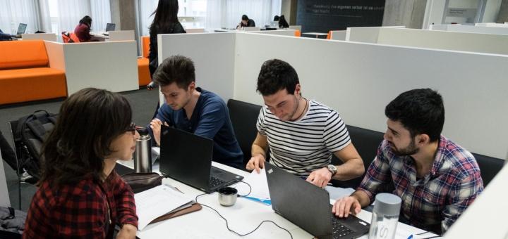 Lernraum mit Gruppenarbeitsplätzen in der UB Vaihingen (c) Frank Wiatrowski