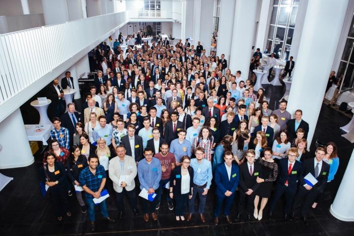 Gruppenbild der Stipendiaten und Förderer 2017/2018