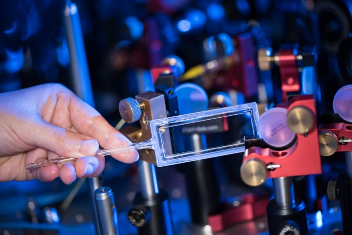 Professor Tilman Pfau and his team from the University of Stuttgart's Institute of Theoretical Physics V have developed the so-called optogalvanic Rydberg spectroscopy process in collaboration with IQST Ulm. The process components still cover an area about the size of an outsized ping-pong table. As soon as it starts delivering flawless results, the plan is to shrink the cumbersome spectroscopic laboratory onto a chip the size of a fingernail and to fit it into a gas cell.
