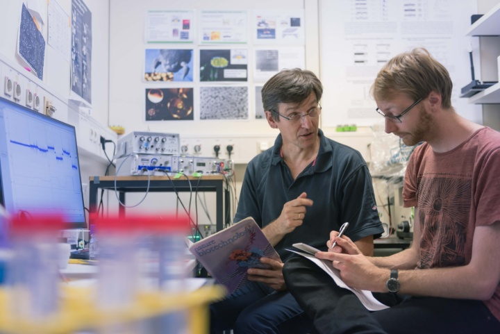 Prof. Nussberger and Co-Worker (c) University of Stuttgart/Max Kovalenko