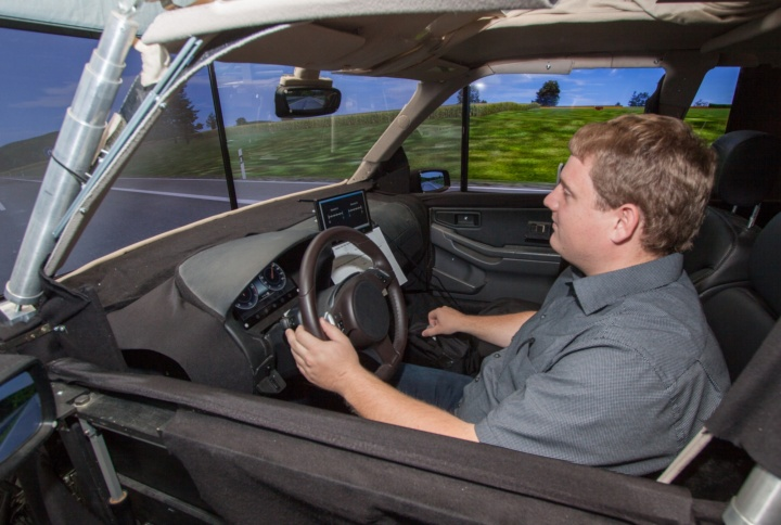 Equipping rotary knobs with information, so that drivers can, for example, feel a menu change rather than taking their eyes off the road – that's what Peter Schmidt of the University of Stuttgart is working on.