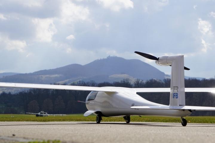 Glider on the ground (c) University of Stuttgart/IFB/IFR