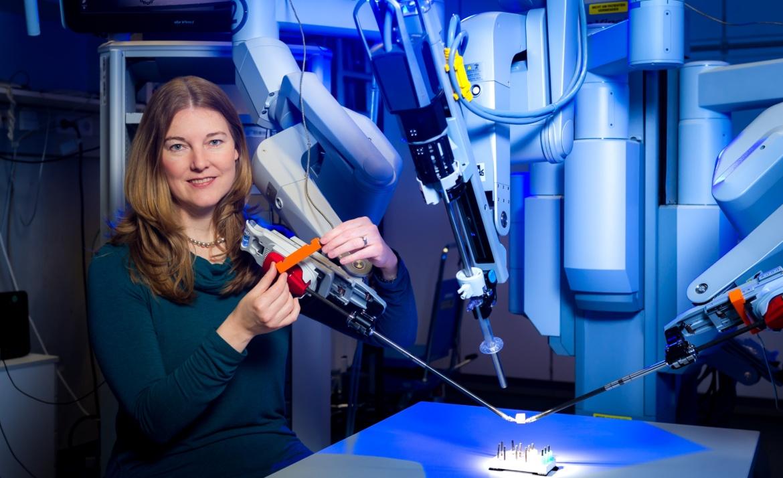 """Prof. Katherine J. Kuchenbecker, Direktorin der Abteilung """"Haptische Intelligenz"""" am Max-Planck-Institut für Intelligente Systeme (c) Universität Stuttgart/M. Kovalenko"""