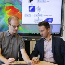 Möchten mit ihrer Forschung bessere Methoden für Computer-Simulationen entwickeln: Jun.-Prof. Dirk Pflüger (l.) und Dr. Sergey Oladyshkin.