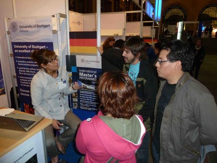 Messestand der Universität Stuttgart auf der Europosgrados in Chile. (c)