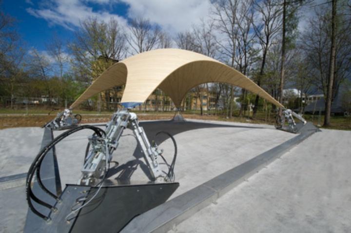 Großdemonstrator eines adaptiven Tragwerks in Form einer Holzschale: Die Stuttgart SmartShell. (c) Bosch Rexroth