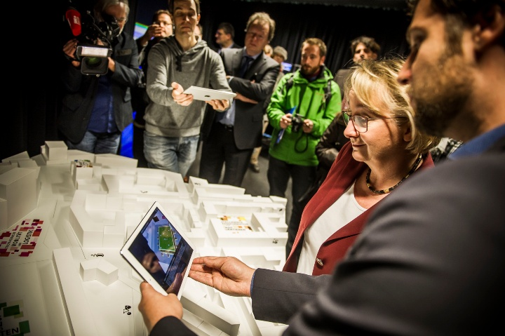 Baden-Wuerttemberg's Minister of Science Teresia Bauer opening the Reality lab: City:districts 4.0 (c)