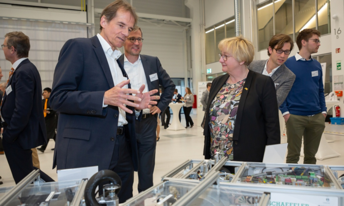 Two professors of the University of Stuttgart at the ARENA2036, speaking about the innovation campus with Minister of Science Theresia Bauer.