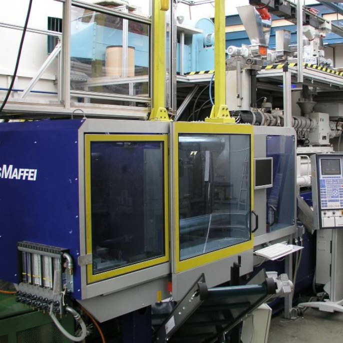 Injection molding compounder. <br />