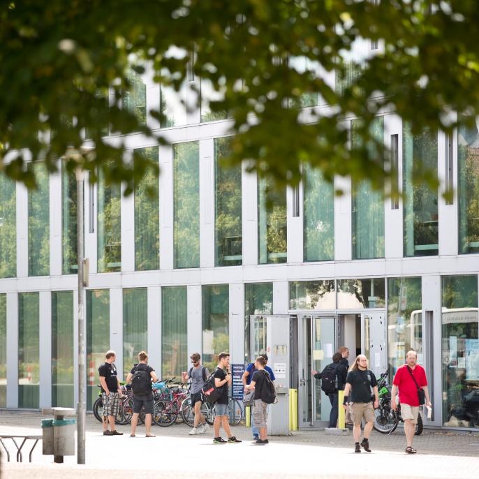 Campus Vaihingen: Das Informatikgebäude an der Universitätsstrasse 38
