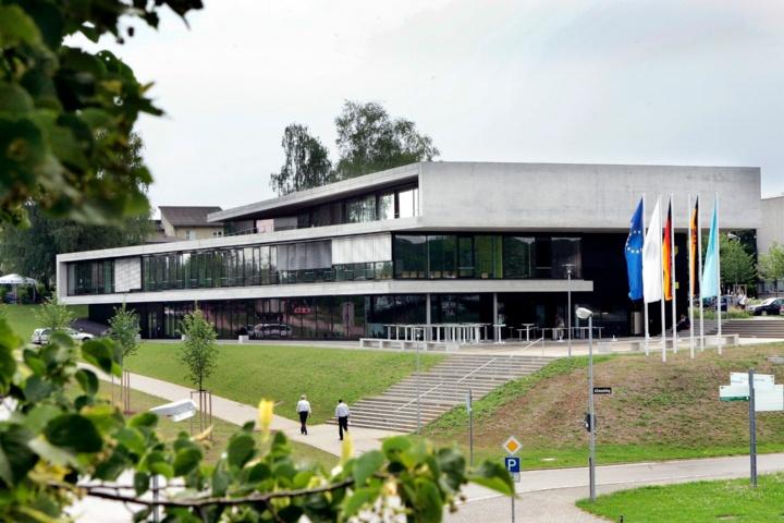 Gebäude des Internationalen Zentrums (c)