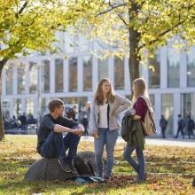 Studenten auf dem Campus