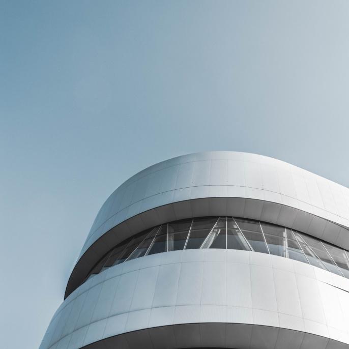 Das moderne Gebäude des Mercedes Benz Museums