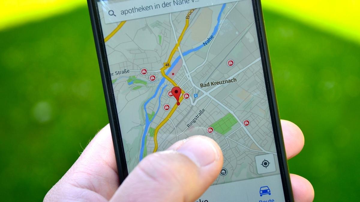 Google Maps: Anwendung von Google Maps auf einem Smartphone  Pixabay: Bild von Tobias Albers-Heinemann