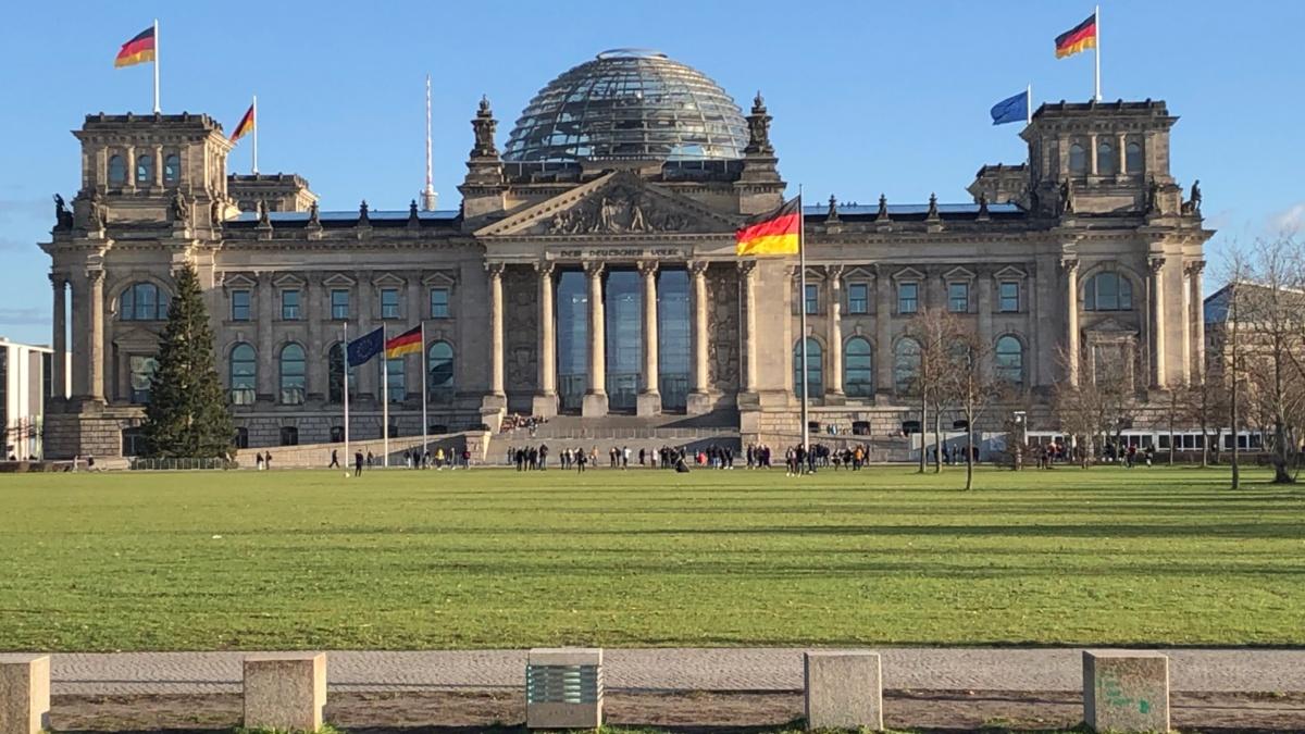 Das Reichstagsgebäude in Berlin Elisa Deiss-Helbig