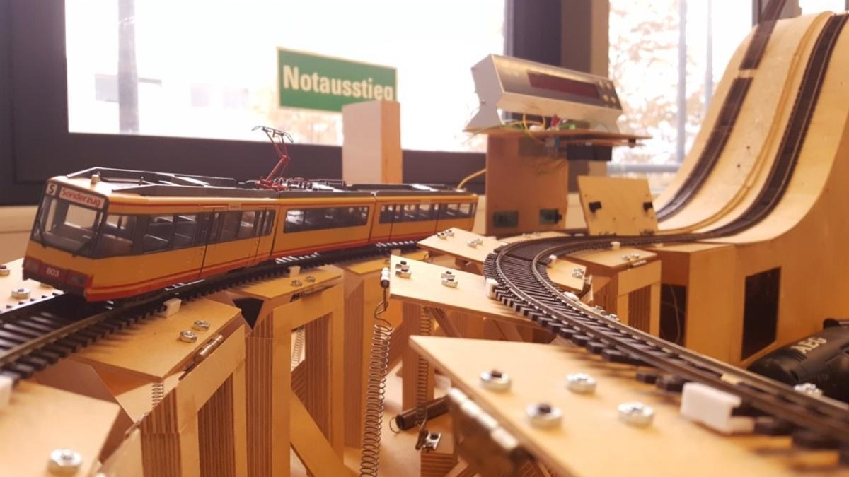 Fahrdynamisches Eisenbahn-Modell  Foto: IEV