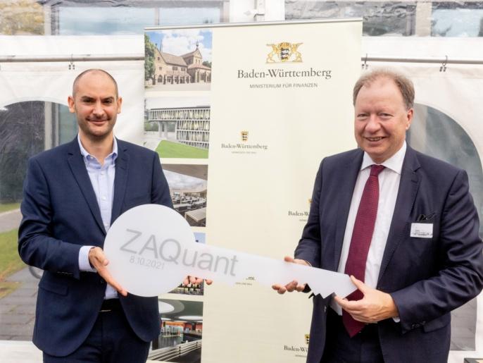 1 ZAQuant Eröffnung 8.10.2021 - Schlüsselübergabe Bayaz an Ressel
