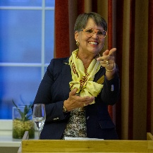 Doris Brummer, President of the Union of German Zonta Clubs, is happy for the award winners.