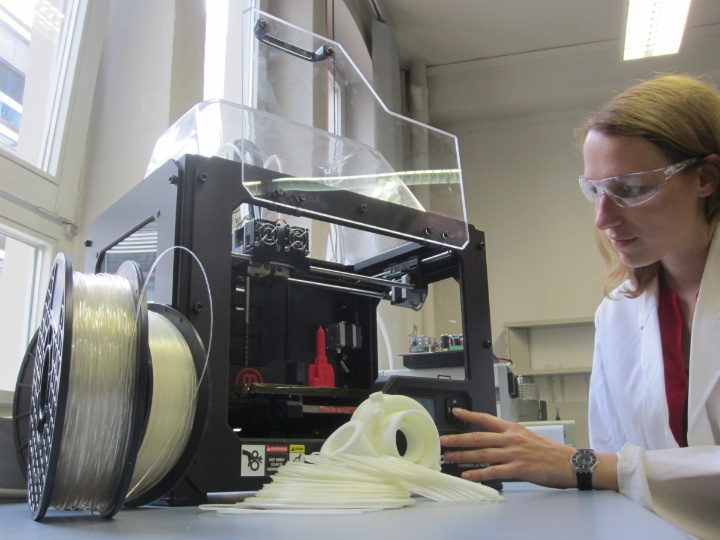 Various university institutes are offering workshops, such as 3D printing at the Institut für Kunststoff-technik (Institute of Plastics Technology).  (c) IKT