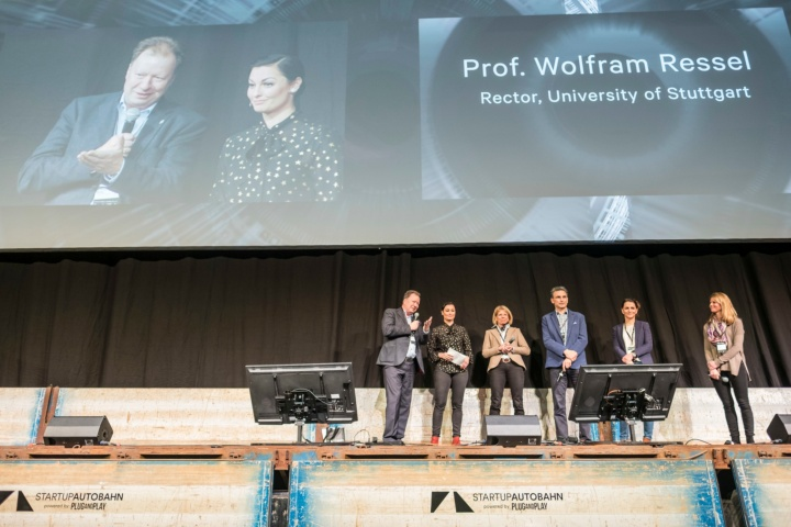 Prof. Ressel, Rector of the University of Stuttgart, speaks on stage. (c) Daimler AG