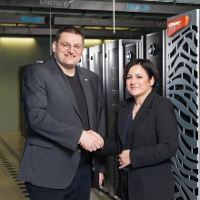 Press release 18: Prof. Dr. Michael M. Resch (HLRS) and Nurcan Rasig (Cray) at the handover of the Cray Urika-GX.  Copyright: Boris Lehnert.