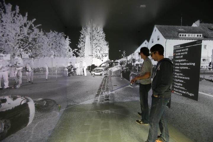 Augmented Reality in der Fahrzeugentwicklung und Sicherheitsforschung.