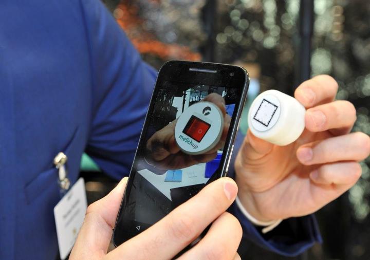 """Technologieunabhängige smarte Applikationen für Heim-, Büro-, und Industrieumgebungen:  """"meSchup-Plattform."""