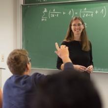 Studieninteressierte können in den Kursen des MINT-Kollegs ihr Wissen auffrischen und sich hinsichtlich ihrer Studienwahl orientieren.