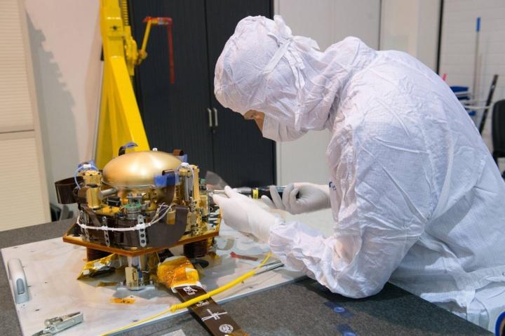 """Tests in Schiltach: ein Seismometer-Paket, das dem entspricht, das bei der Mars-Mission """"InSight-Lander"""" ab Mai 2018 im Einsatz sein wird. (c) CNES"""