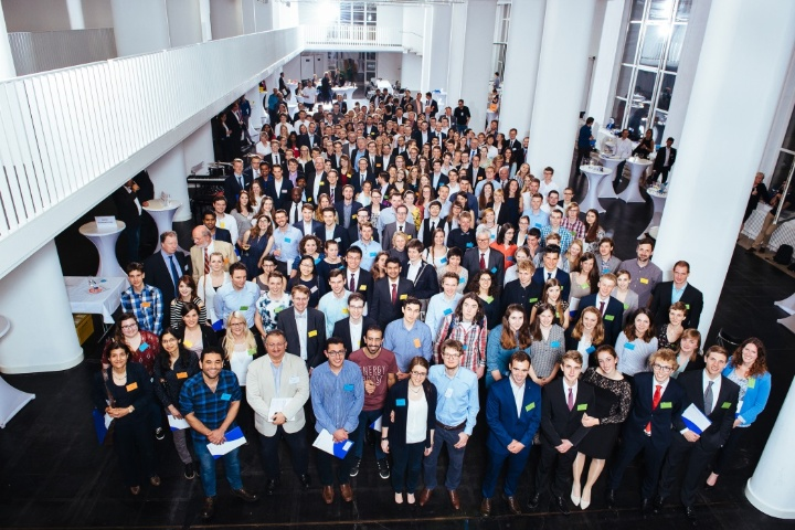 Joint finish with big group picture. (c) University of Stuttgart/Berger