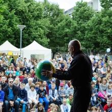 Dr. Wolf Wölfel erklärt die Welt der Physik am Tag der Wissenschaft
