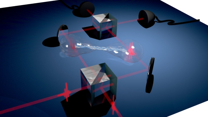 Two single-photons are overlapped on a beam splitter and generate a so-called biphotonic path-entangled NOON state.  (c) Universität Stuttgart/IHFG