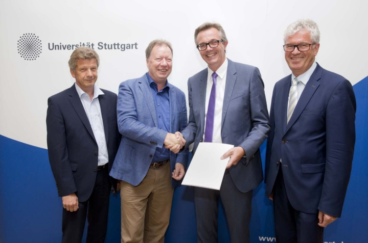 Pleasure at signing the contract at the University of Stuttgart: (from left) Professor Harald Garrecht (Dean of the Faculty of Construction and Environmental Engineering Sciences), Professor Wolfram Ressel (Rector), Jörn Beckmann (member of the board of directors at Ed. Züblin AG), Professor Fritz Berner (Institute for Construction Management).  (c) University of Stuttgart/Uli Regenscheit