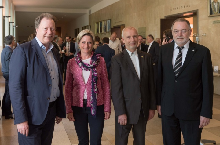 Dr. Nicole Hoffmeister-Kraut, Economic Minister of the State of Baden-Württemberg, with (from left) Profesor Wolfram Ressel, Rector of the University of Stuttgart, as well as Peter Heinke and Professor Bernd Bertsche, both Managing Directors of TTI GmbH (c) Universität Stuttgart, Max Kovalenko