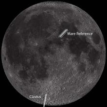 Bild des Mondes mit der Spaltlage über dem Clavius Krater und der Mare-Referenz.