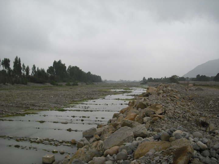 The Río Lurín south of Lima. TRUST researchers want to find out how much water it carries exactly, in what quality .