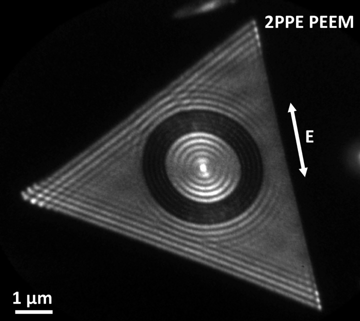 Experimentally measured images of electron emission from an atomically flat, single crystalline gold film which have been excited with 800 nm femtosecond laser pulses. (c) University of Stuttgart / 4th Physics Institute