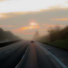 Straße im Dämmerlicht