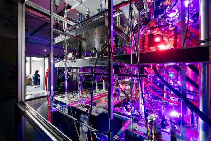 This image shows parts of the experimental laser setup used by the researchers in Stuttgart to create a supersolid from ultracold dysprosium atoms