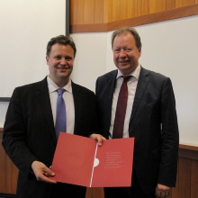 Press release 81: Professor Wolfram Ressel and Professor Markus Bühler with the deed. Copyright: MIT