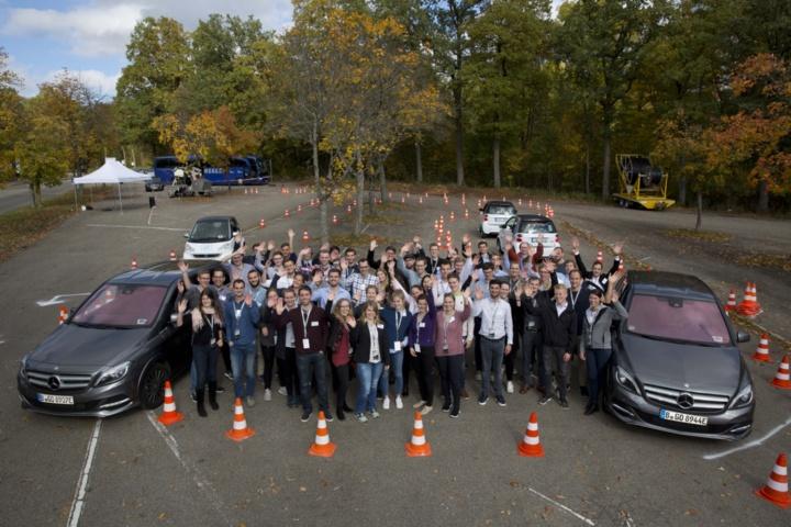 Die Teilnehmer der DRIVE-E-Akademie 2017 beim Fahrevent. (c) Uli Regenscheit