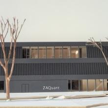 Presseinfo 102: Ansicht Gebäude ZAQuant, Copyright: Modellfoto hammeskrause architekten
