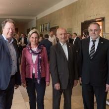 Dr. Nicole Hoffmeister-Kraut, Wirtschaftsministerin des Landes Baden-Württemberg, mit (v.l.) Prof. Wolfram Ressel, Rektor der Universität Stuttgart, sowie Peter Heinke und Prof. Bernd Bertsche, beide Geschäftsführer der TTI GmbH