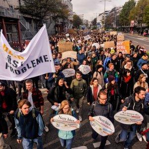 Allein in Stuttgart demonstrierten rund 1000 Studierende und Beschäftigte der Hochschulen.