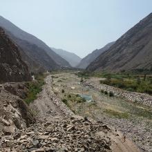 Rio Lurín / Peru in der Trockenzeit.