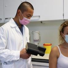Impfvorgang mit dem Modell Impfinator