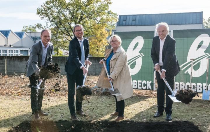 Ground-breaking ceremony, (Left to rigth: Prof. Sawodny, Prof. Middendorf, Mrs Bauer and Prof. Sobek) (c) University of Stuttgart/René Müller