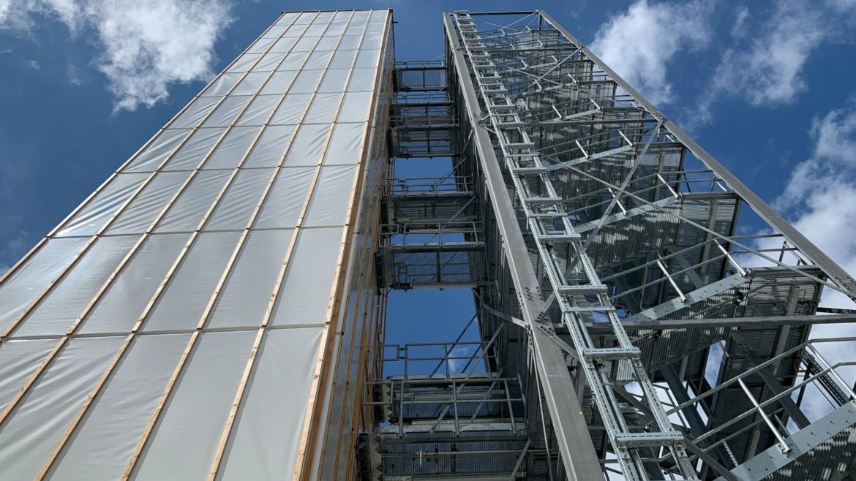 Weltweit erstes adaptives Hochhaus auf dem Campus der Universität Stuttgart eröffnet