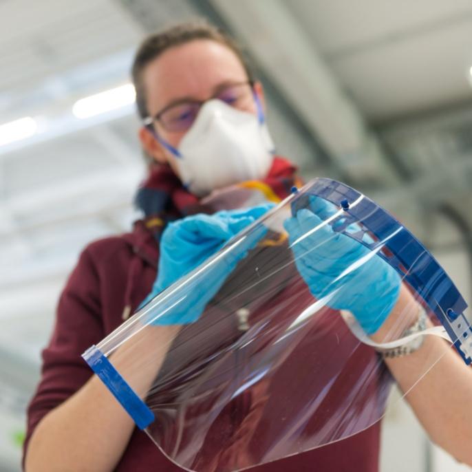 Herstellung von Schutzmasken an der Universität Stuttgart