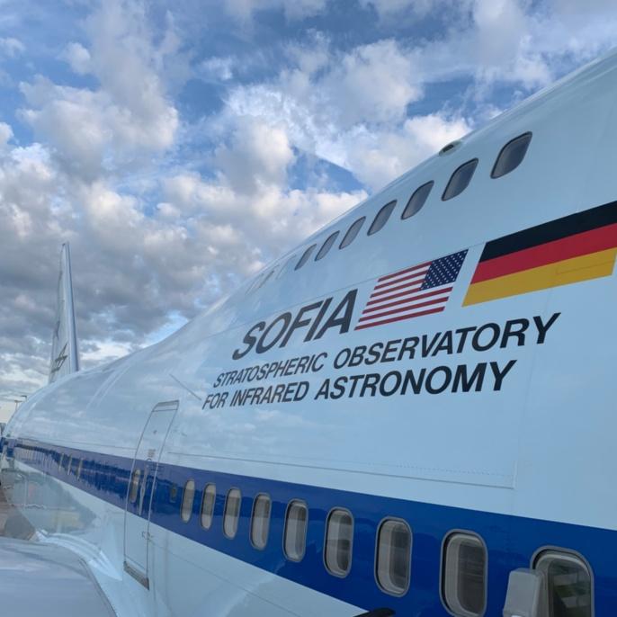 Das Forschungsflugzeug von außen.